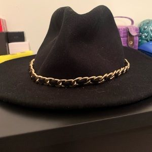 Black fall hat with gold chain